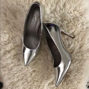 Seychelles Silver Heels 7.5 NWOT